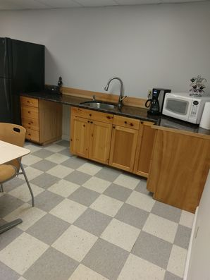Before & After Breakroom Cleaning in Peabody, MA (4)