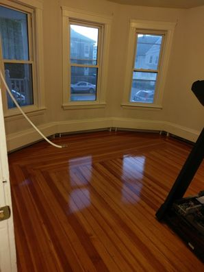 Woburn, MA House Cleaning - AFTER: Bathroom, Windows & Floors (2)